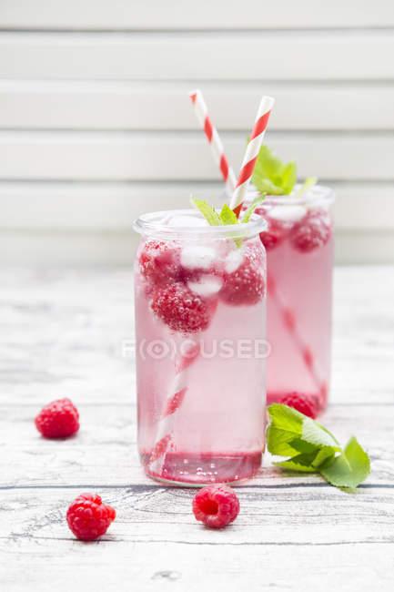 Champanhe de framboesa em copos — Fotografia de Stock