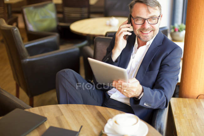 Businessman telephoning with smartphone — Stock Photo