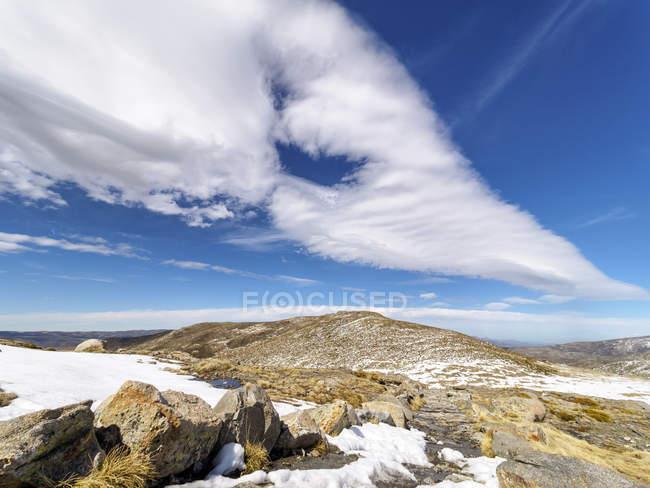 Испания, Сьерра-де-Гредос, облака над горой — стоковое фото