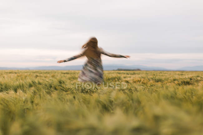 Woman dancing in a field — Stock Photo