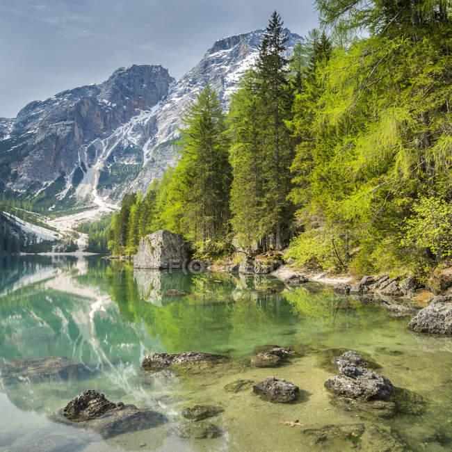 Italien, Südtirol, Dolomiten, Naturpark Fanes-Sennes-Prags, Prags See mit Seekofel — Stockfoto
