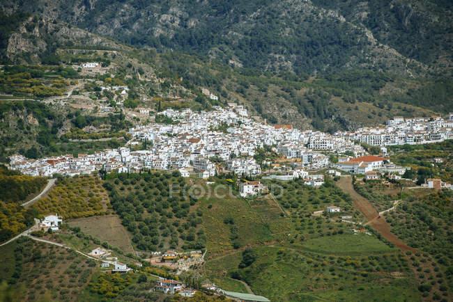 España, Andalucía, Provincia de Málaga, Frigiliana, Paisaje de Frigiliana, ciudad blanca de la Costa del Sol - foto de stock