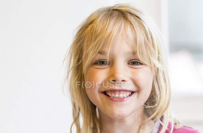 Portrait of happy little girl — Stock Photo