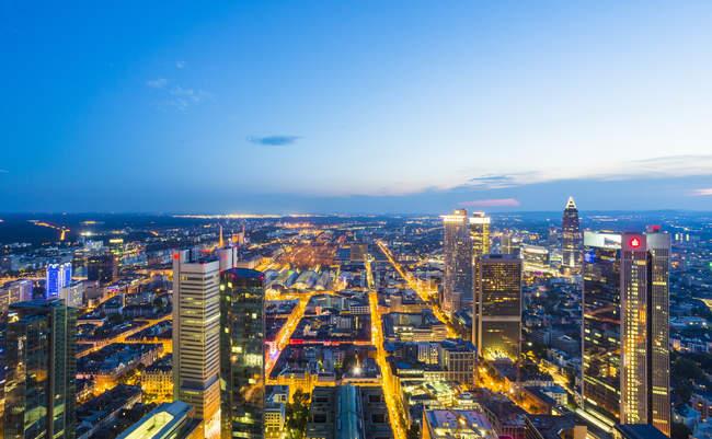 Stadtansicht von oben bei Sonnenuntergang, Frankfurt, Deutschland — Stockfoto