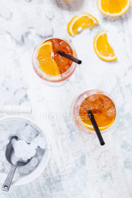 Aperol spritz, bitter liqueur, prosecco wine, sparkling mineral water and orange slices — Stock Photo