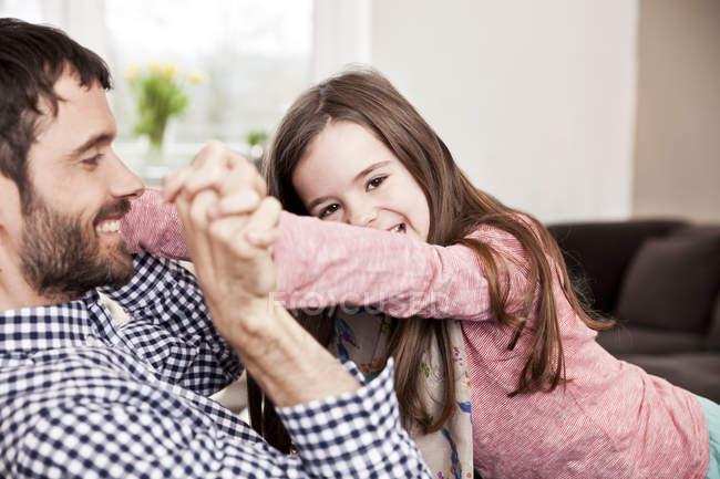 С дочкой занимаются любовью папа
