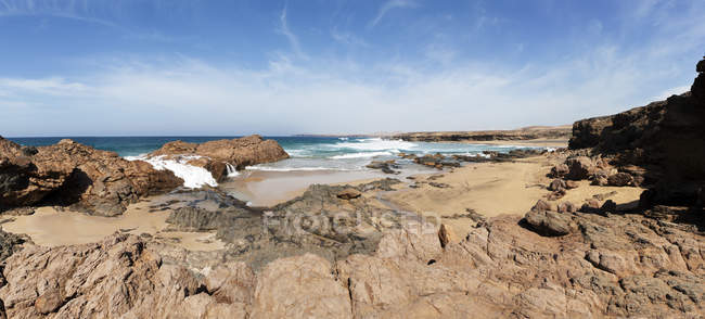 Испания, Канарские острова, Фуэртевентура, западное побережье вблизи Los Molinos, Плайя-де-Jarubio — стоковое фото