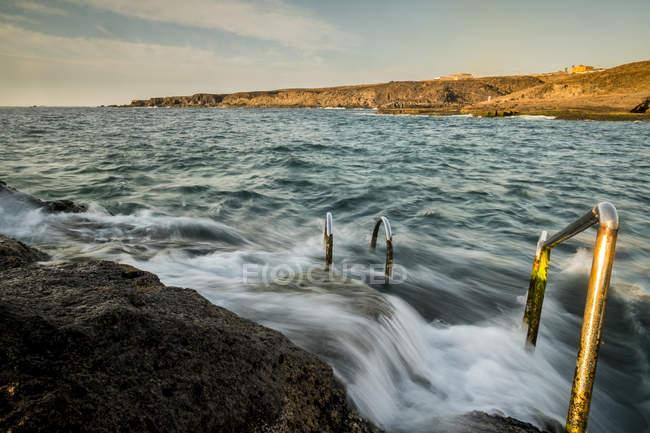 Spagna, Tenerife, Spiaggia, Zona nuoto all'alba — Foto stock