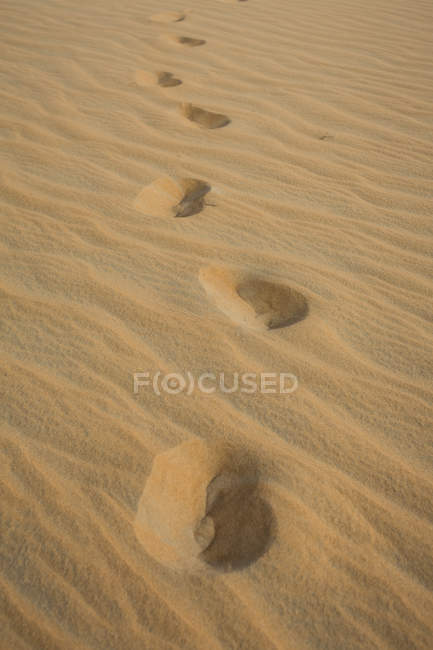 ОАЭ, Rub 'al Khali, отпечатки обуви на песке пустыни — стоковое фото