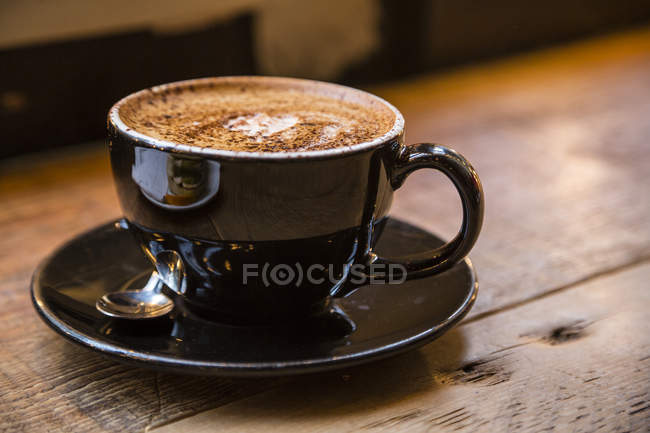 Brown coffee cup on wood — Stock Photo