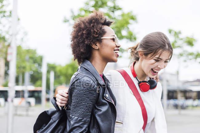 Dois melhores amigos se divertindo juntos — Fotografia de Stock