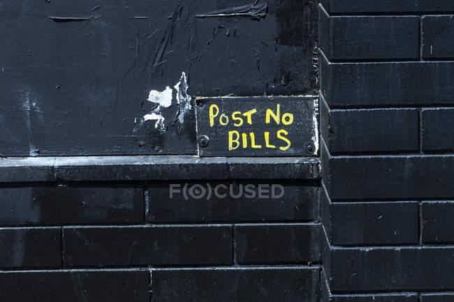 Poster pas de factures, mur noir — Photo de stock