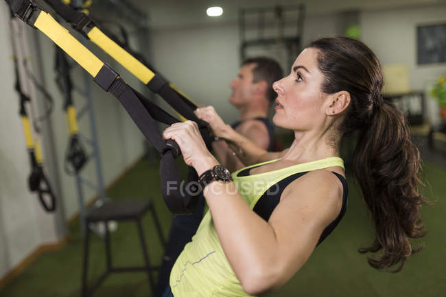 Mature couple training with elastic ropes in crossfit circuit — Stock Photo