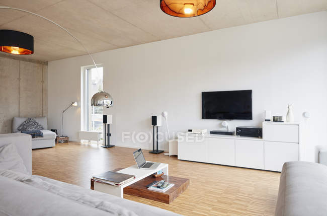 Empty modern living room indoors — Stock Photo