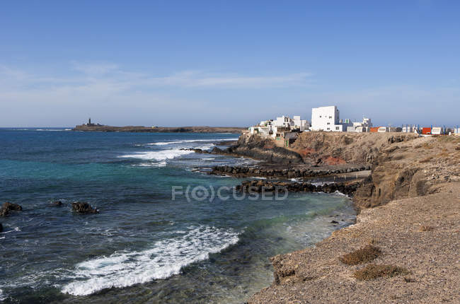 Spain, Canary Islands, Fuerteventura, El Puertito de la Cruz, Lighthouse at Punta de Jandia — стоковое фото