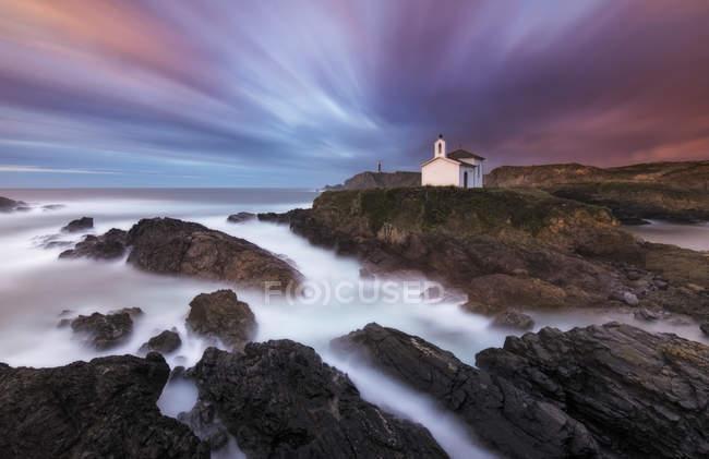 Spain, Valdovino, little chapel Virxe do Porto at the Galician coast, long exposure — Stock Photo