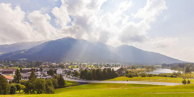 Townscape and Lake Seefelder See, Seefeld in Tirol, Austria — Stock Photo