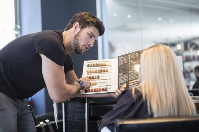 Woman in hair salon choosing hair color — Stock Photo
