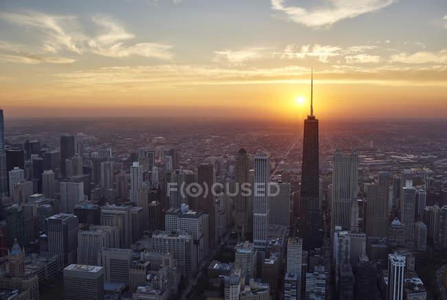 Антена Чикаго downtown в мальовничим заходом сонця, Іллінойс, США, США — стокове фото