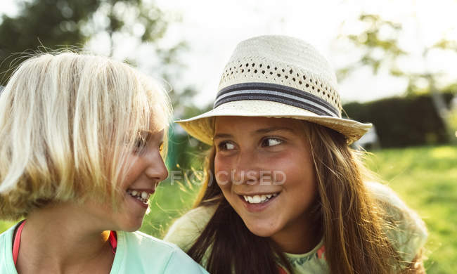 Two little girls having fun outdoors — Stock Photo