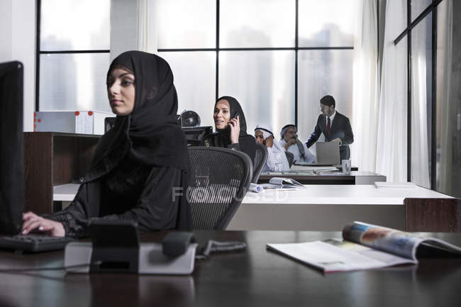 Middle Eastern businesswomen working in office — Stock Photo