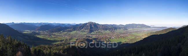 Германия, Верхняя Бавария, панорамный вид с Geierstein долину МСУО, Ленггрис и Браунек, Isarwinkel — стоковое фото