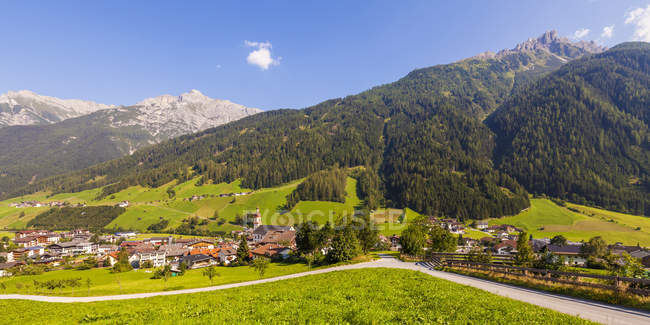 Austria, Tirolo, Stubai, Neustift, paesaggio urbano — Foto stock