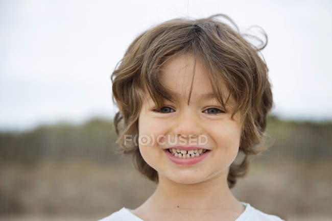 Portrait of smiling boy on the beach — Stock Photo