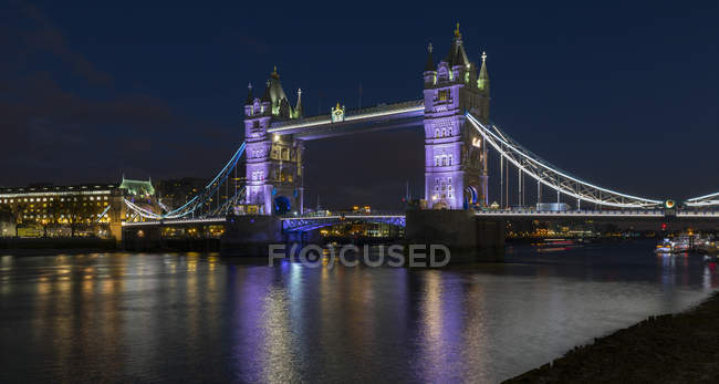 Royaume-Uni, Londres, Tower Bridge de nuit — Photo de stock