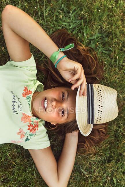 Little girl lying on the grass — Stock Photo
