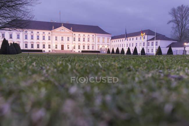 Germania, Berlino, Palazzo Bellevue la sera — Foto stock