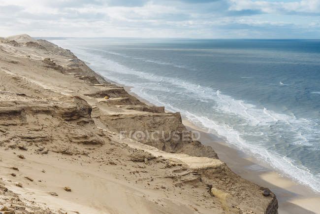 Danemark, Jutland du Nord, côte escarpée au phare Rubjerg Knude — Photo de stock