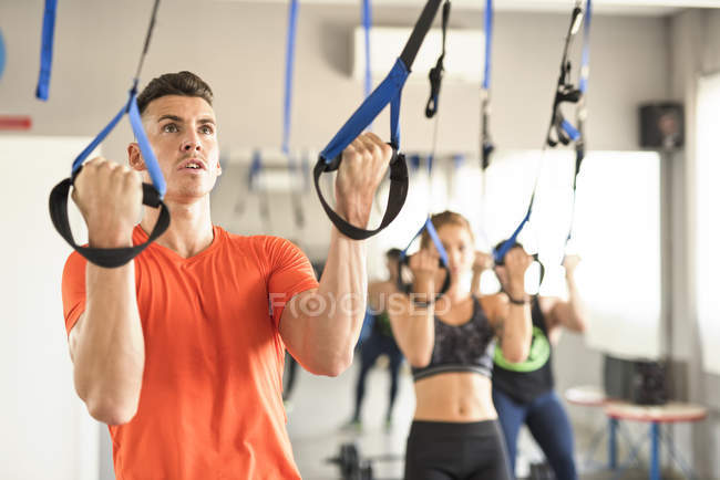 People doing suspension training in gym — Stock Photo
