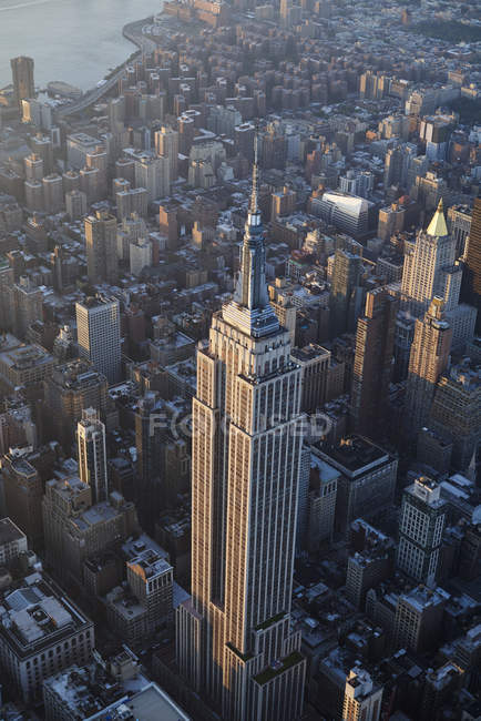 Paesaggio urbano di Stati Uniti, stato di New York, New York City, con Empire State costruendo la mattina — Foto stock