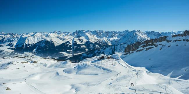 Австрия, Форарльберг, Кляйнвальсер долина, Gottesacker плато, Hahnenkoepfle с Ifen горная железная дорога, на заднем плане Альпы Альгау — стоковое фото