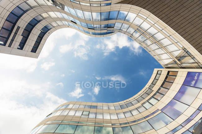 Germany, Duesseldorf, facade of Koe-Bogen seen from below — Stock Photo