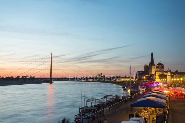 Germany, Dusseldorf, illuminated Rhine promenade in the evening — Stock Photo
