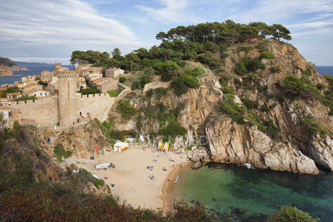 Spain, Costa Brava, Tossa de Mar, El Codolar Beach below the Old Town — Stock Photo