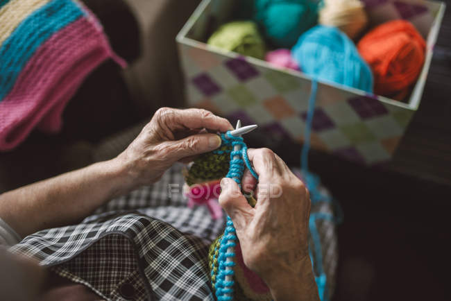 Knitting Hands of senior woman, close-up — Stock Photo