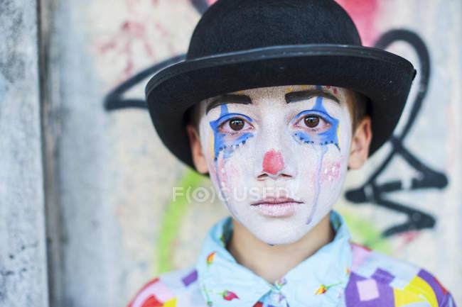 Porträt eines traurigen Jungen als Clown — Stockfoto