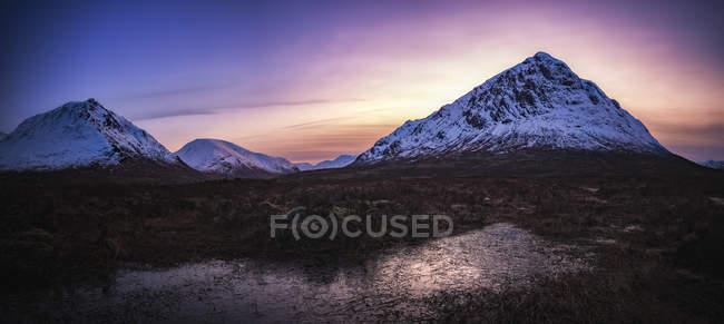Scotland, Highlands, Glen Etive, Buachaille Etive Mor, Mountain in the evening — Stock Photo