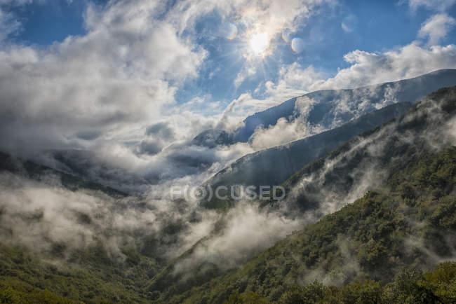 Italien, Umbrien, Monte Cucco Regionalpark, Valle Delle Prigioni tagsüber — Stockfoto