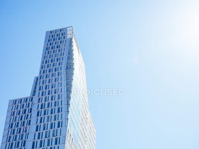 Germania, Francoforte, grattacielo moderno durante il giorno — Foto stock