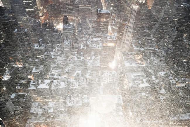 USA, New York, New York nella neve soffiante vista dall'Empire State Building, vista aerea — Foto stock