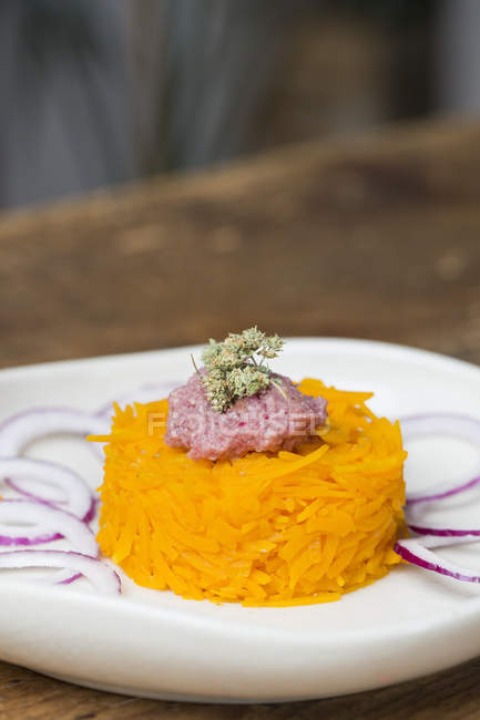 Raw pumpkin noodles with onion pesto on plate — Stock Photo