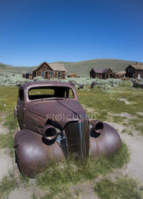 USA, California, rusty car in Bodie Ghost Town — Stock Photo