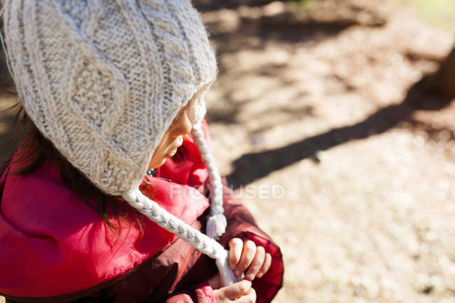 Little girl wearing a woolly hat — Stock Photo