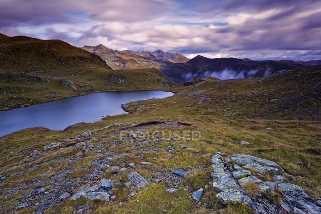 Austria, Carinthia, Zweisee and mountains in Drau Valley — Stock Photo