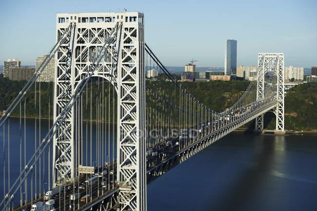 USA, New York, George Washington Bridge e paesaggio urbano sullo sfondo — Foto stock