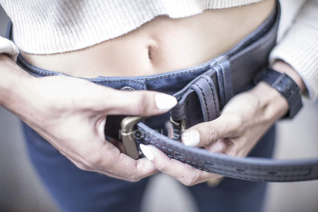 Close up of Woman putting on jeans — Stock Photo